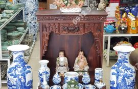 Đèn dầu bằng sứ trang trí bàn thờ ông địa mua ở đâu, giá bán bao nhiêu tiền?