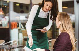Nghề nhân viên phục vụ cần biết gì để làm tốt và thăng tiến