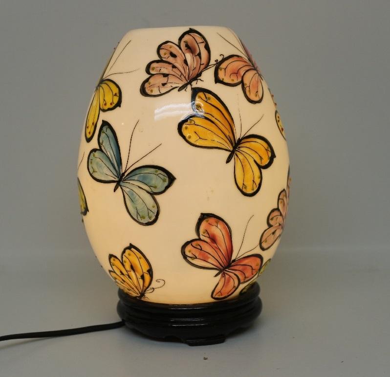 Mẫu đèn xông tinh dầu đẹp Bát Tràng cao cấp giá rẻ Tphcm hình trứng vẽ bướm hoạt động bằng điện