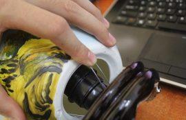 Cách thay bóng đèn của đèn xông tinh dầu Bát Tràng
